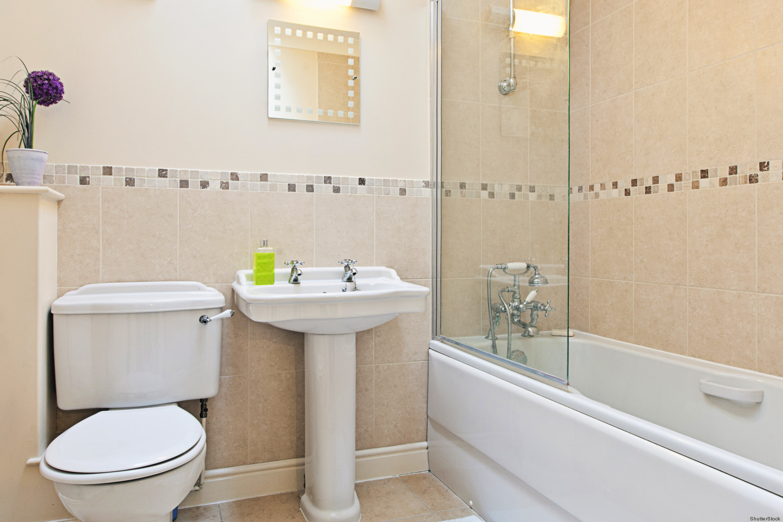 end of tenancy -Bathroom cleaning by Maxipowercleaning